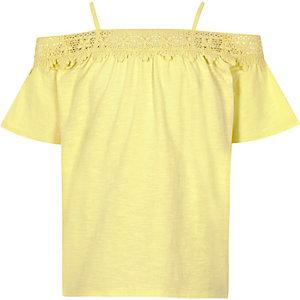 Top Bardot jaune à dentelle au crochet pour fille