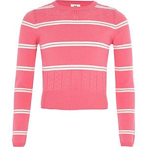 Pinker, gestreifter Pullover mit langen Ärmeln