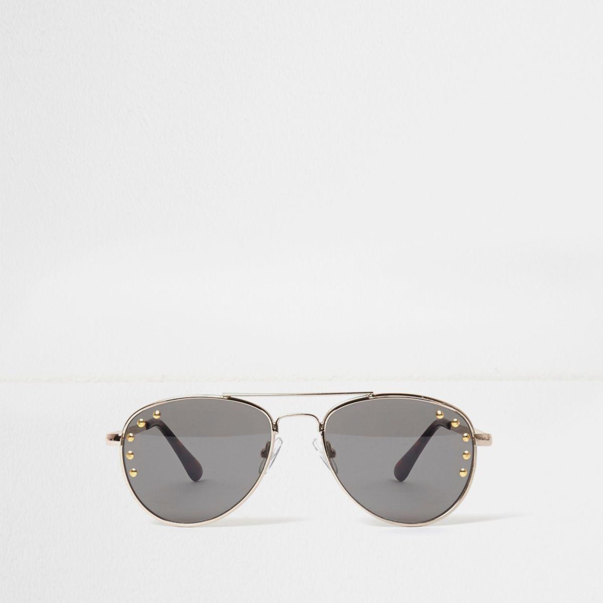 Schwarze, nietenverzierte Pilotensonnenbrille