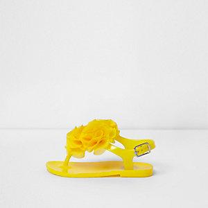Sandales en plastique à volant jaunes mini fille