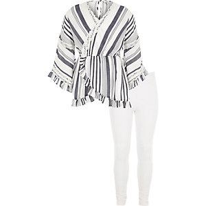 Outfit mit weißer, gestreifter Tunika und Leggings
