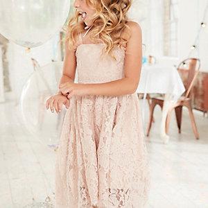 Roze kanten bruidsmeisjesjurk met ongelijke zoom voor meisjes