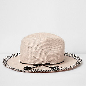 Pinker Fedora-Hut mit Fransen
