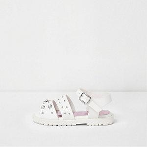 Weiße, klobige Sandalen mit Verzierung