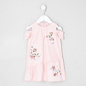 Rosa Kleid mit Blumenmuster und Schulterausschnitten