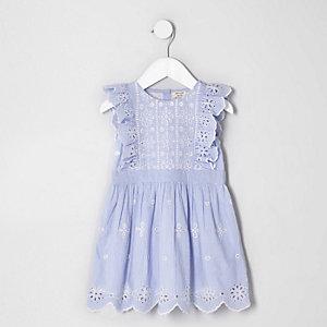 Mini - Blauwe mouwloze jurk met broderie voor meisjes