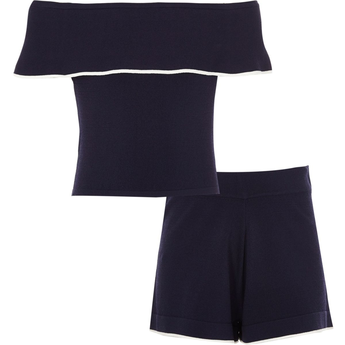 Outfit mit marineblauem Bardot-Oberteil und Shorts