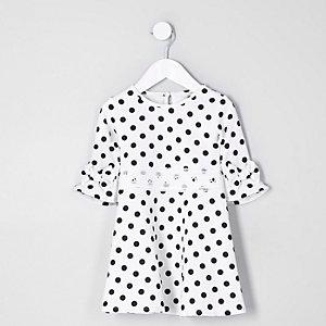 Mini Girls – Weißes Kleid mit Punkten und Häkelverzierung