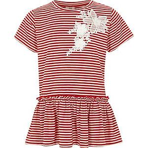 Rot gestreiftes T-Shirt mit Spitzenapplikation und Rüschensaum
