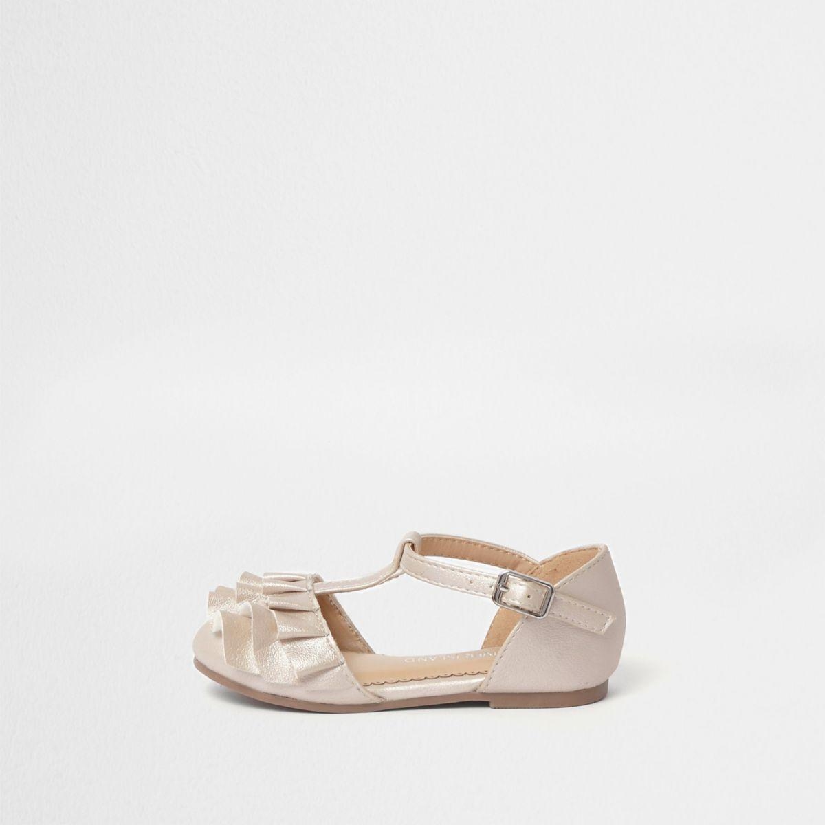 Pinke Schuhe mit T-Steg und Rüschen