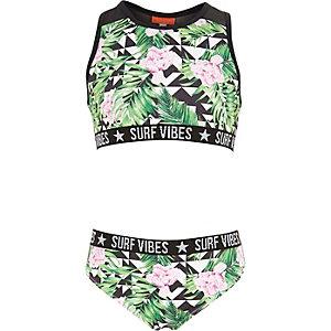 Grünes Bikiniset mit tropischem Muster