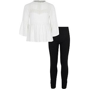 Outfit met crème gehaakte top met peplum voor meisjes