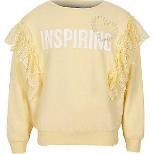 Sweat «inspiring» jaune à bordure en dentelle pour fille
