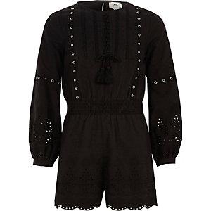 combi-short noir avec œillets sur la bordure et broderies pour fille
