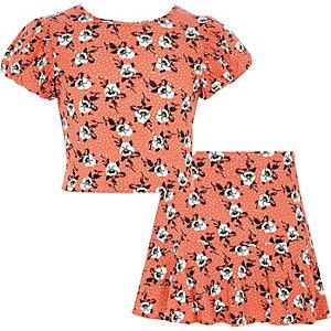 Outfit met oranje geboelde crop top en skort voor meisjes