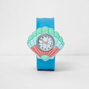 Blaue Armbanduhr mit Muscheldesign