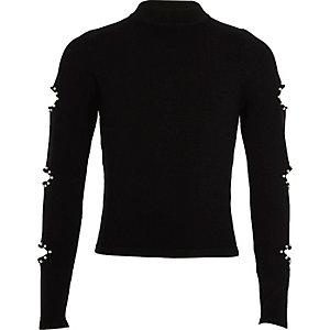 Schwarzer Pullover mit perlenbesetzten Ärmelschlitzen