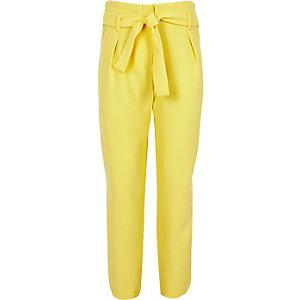 Gele smaltoelopende broek voor meisjes