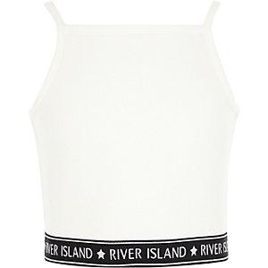 Witte geribbelde cami crop top met RI-logo op de zoom voor meisjes