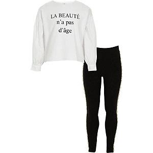 Outfit mit Leggings und weißem Oberteil