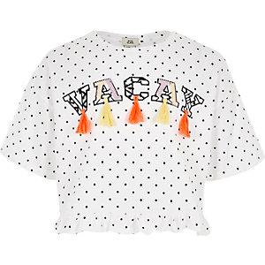 Wit T-shirt met 'vacay'-print, stippen en ruches voor meisjes