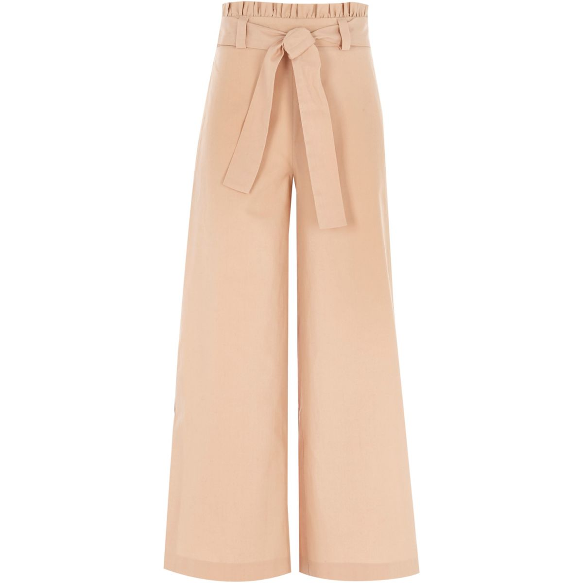 Wide-legged trousers in beige might seem a little bit boring, but you can always liven them up with other pieces to add detail and colour to your look. Beige trousers as a classic colour to wear, and, will pretty much go with anything you can throw at it.