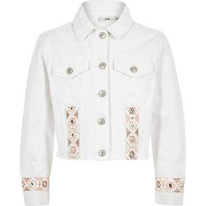 Weiße Jeansjacke mit Stickbordüre