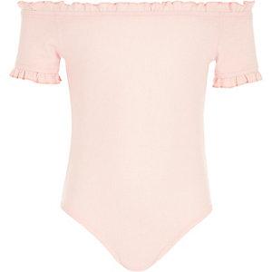 Roze geribbelde body met ruches in bardotstijl voor meisjes