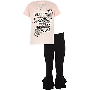 "Outfit mit pinkem T-Shirt ""Believe"""