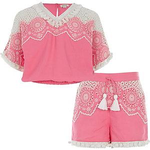 Outfit met roze geborduurde top en short voor meisjes