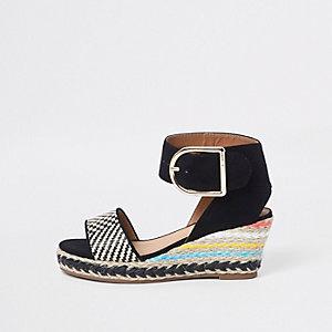 Sandales noires à talon compensé façon espadrille pour fille