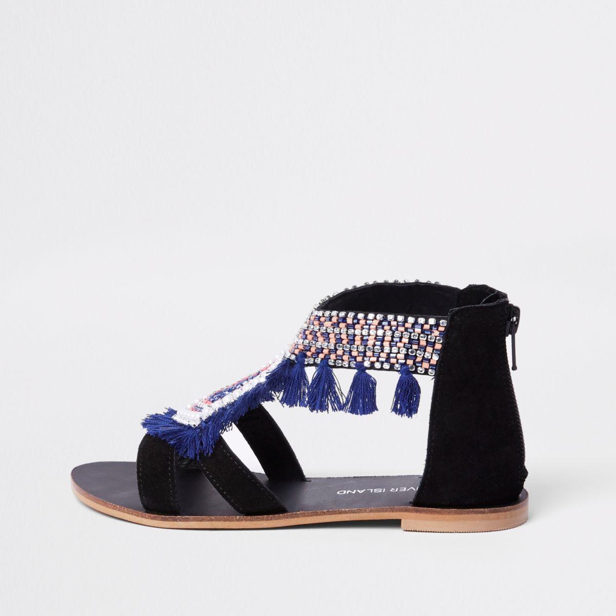 Schwarze Sandalen mit Fransenverzierung