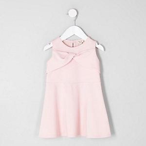 Pinkes Skater-Kleid mit Schleife