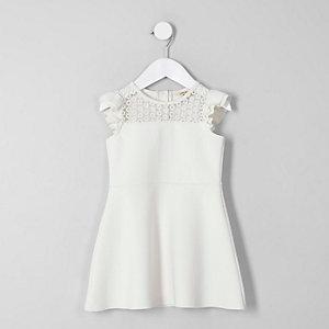 Mini - Crème kanten jurk met ruches op de schouders voor meisjes