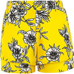 Girls yellow daisy print double layer shorts
