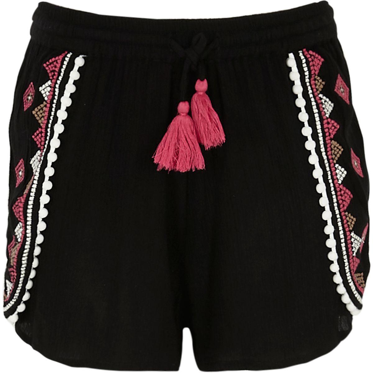 Schwarze Shorts mit Stickerei und Bommeln