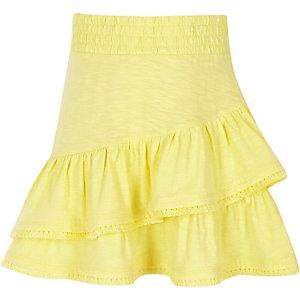 Gele rok met kwastjes aan de zoom voor meisjes