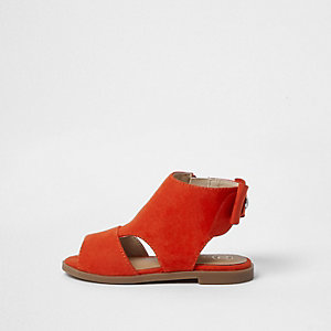 Rote Shoe Boots mit Schleife