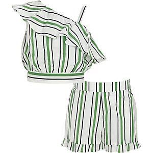 Outfit met groene gestreepte crop top en short voor meisjes