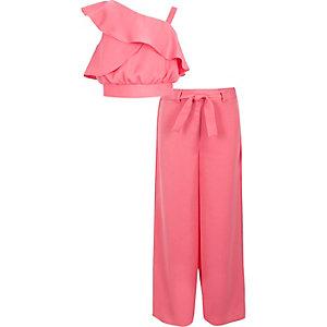 Outfit bestaande uit roze satijnen crop top en palazzobroek voor meisjes