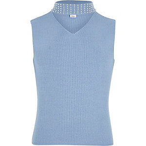 Top en maille côtelée bleu avec ras-de-cou orné pour fille
