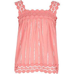 Pinkes Camisole mit Spitzenbesatz