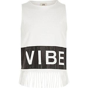 Wit hemdje met 'vibe'-print en franje voor meisjes