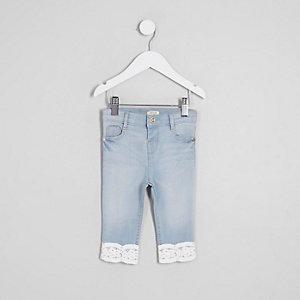 Amelie – Jean bleu moyen à ourlet au crochet mini fille