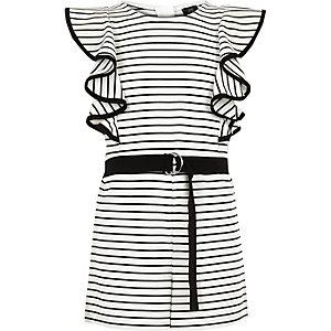 Weißer Overall mit Streifen und Rüschen