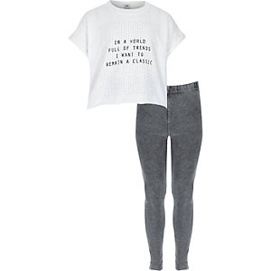 """Outfit mit Jeggings und weißem T-Shirt """"Classic"""""""