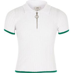 Weißes, figurbetontes Poloshirt aus Rippstrick
