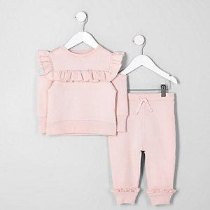 Pinkes Outfit mit Sweatshirt