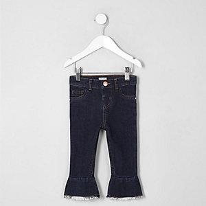 Dunkelblaue, ausgestellte Jeans mit mittelhohem Bund