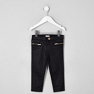 Schwarze, beschichtete Jeans
